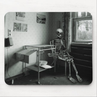 Oma wartet immer noch auf den Arzt Mousepad