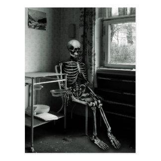 Oma wartet immer noch auf den Arzt Postcard
