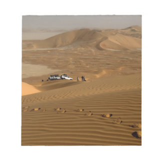 Oman, Rub Al Khali desert, driving on the dunes Notepad