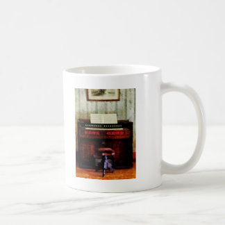 Organ and Swivel Stool Basic White Mug