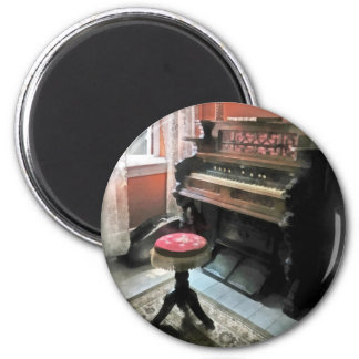 Organ With Petit Point Stool 6 Cm Round Magnet