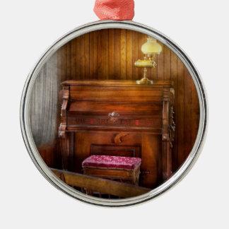 Organist - A vital organ Ornament
