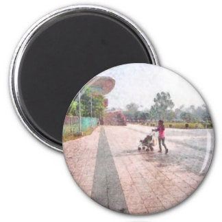 Out for a stroll 6 cm round magnet