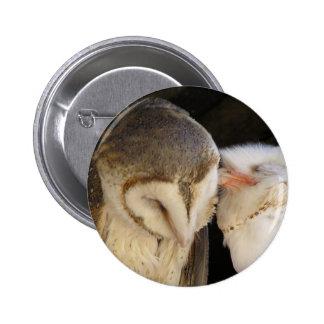 Owl kisses 6 cm round badge