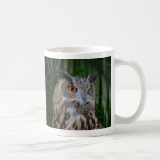owl turning to the right head view mug