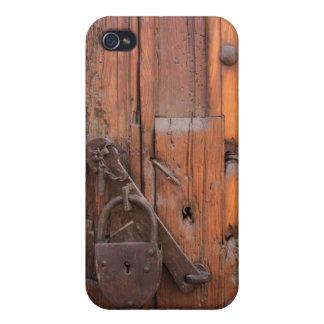 Padlock on wooden door iPhone 4/4S case