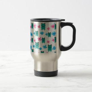 padrão com sapos e flores mug