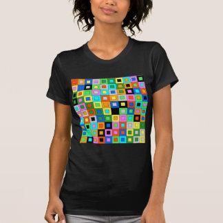 padrão de quadrados coloridos t shirts