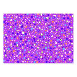 padrão flores pequenas em fundo roxo business cards
