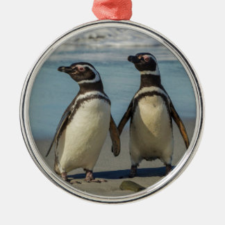 Pair of penguins on the beach Silver-Colored round decoration