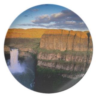 Palouse Falls in Washington Plate