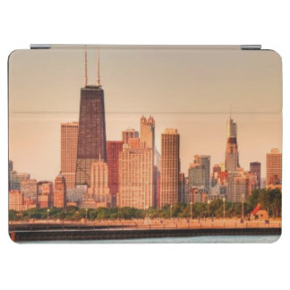 Panorama of Chicago skyline at sunrise iPad Air Cover