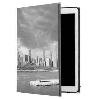 """Panoramic view of Chicago skyline in winter iPad Pro 12.9"""" Case"""