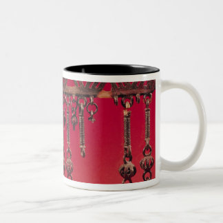 Parure with bell pendants mugs