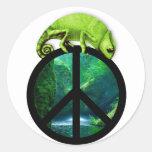 peace chameleon classic round sticker