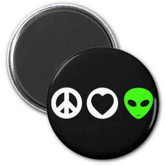 Peace Love Alien 6 Cm Round Magnet