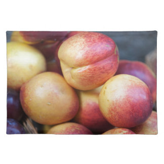 peaches in the basket placemat