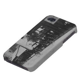 Pedestrians, cyclists, and horse-carriages iPhone 4 covers