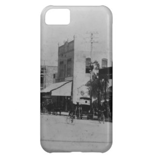 Pedestrians, cyclists, and horse-carriages iPhone 5C case