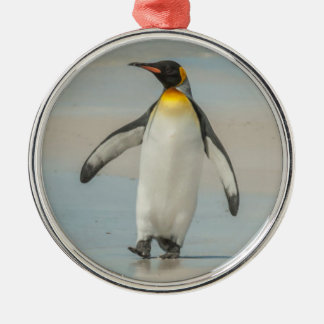 Penguin walking on the beach Silver-Colored round decoration