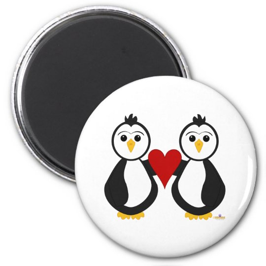 Penguins Holding A Heart 6 Cm Round Magnet