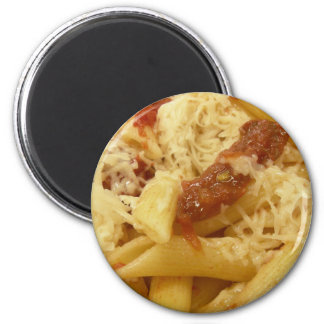 Penne pasta, tomatoes & cheese 6 cm round magnet