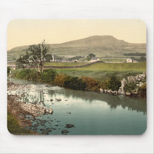Penyghent, Yorkshire, England Mousepad
