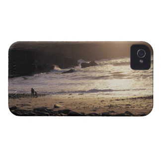 person with child walking on rocky beach iPhone 4 Case-Mate case