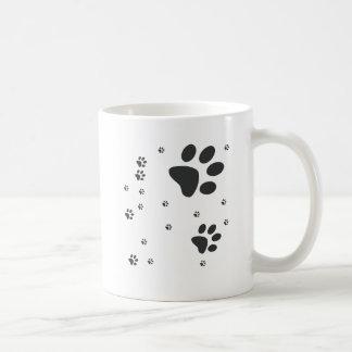 Personalizados com patinhas escuras basic white mug