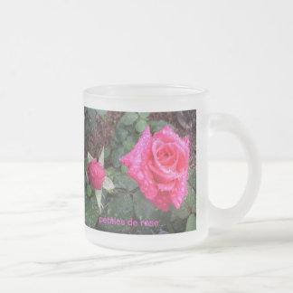 pétales de rose coffee mug