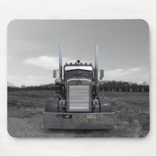 Peterbilt Needle Nose b/w Mousepad