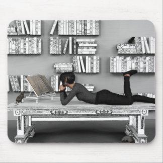 Petit rat de bibliothèque (bookworm) mouse mat