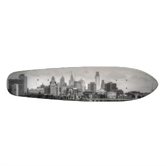 Philadelphia skyline in black and white 18.1 cm old school skateboard deck