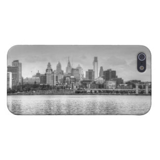 Philadelphia skyline in black and white case for iPhone 5/5S