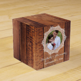 Photo Rustic Wood and Lace Favour Box