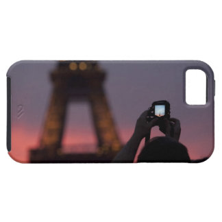 Photographing the Eiffel Tower with a smartphone iPhone 5 Covers