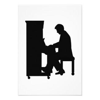 Piano player custom invite