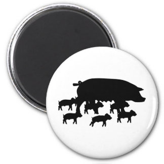 pig mum with young pigs icon 6 cm round magnet