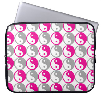 Pink and grey yin yang pattern laptop sleeve