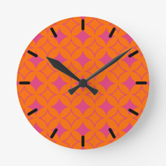 Pink and orange shippo round clock