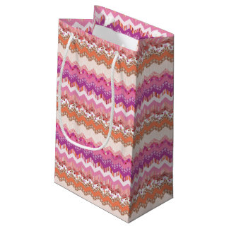 Pink zigzag background small gift bag