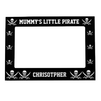 Pirate skull and swords on black magnetic picture frame