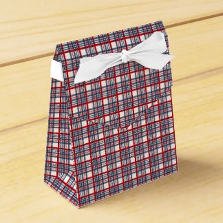Plaid pattern party favour boxes