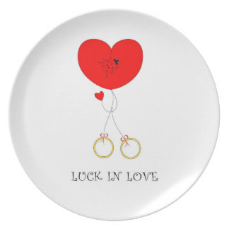 "plate with a symbol of ""good luck in love"""