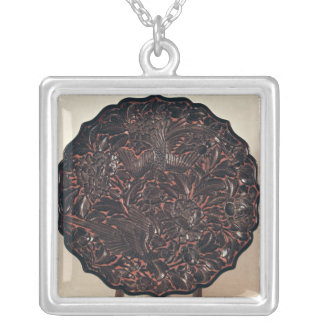 Plate with floral motifs and two birds square pendant necklace