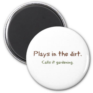 Play in the Dirt - Calls it gardening 6 Cm Round Magnet