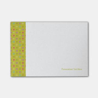Polka-dot background pattern Post-It notes