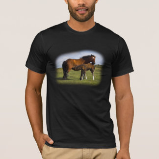 Pony Mare Feeding Foal gents t-shirt