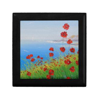Poppies near the sea small square gift box