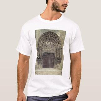 Portal and surrounding sculptures with biblical fi T-Shirt